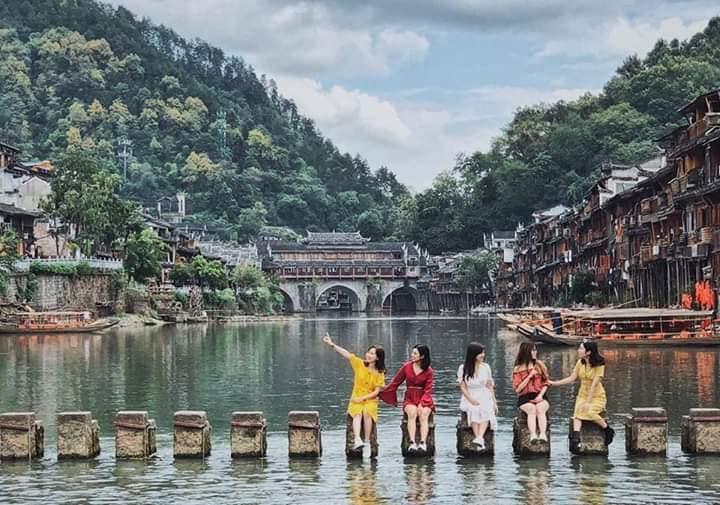 Tour Hà Nội Phượng Hoàng Cổ Trấn 5N4Đ